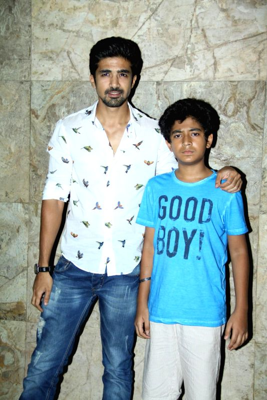 Child artist Partho Gupte with actor Saqib Saleem during the special Screening of film Hawaa Hawaai at Lightbox in Mumbai on 3rd May 2014. - Partho Gupte