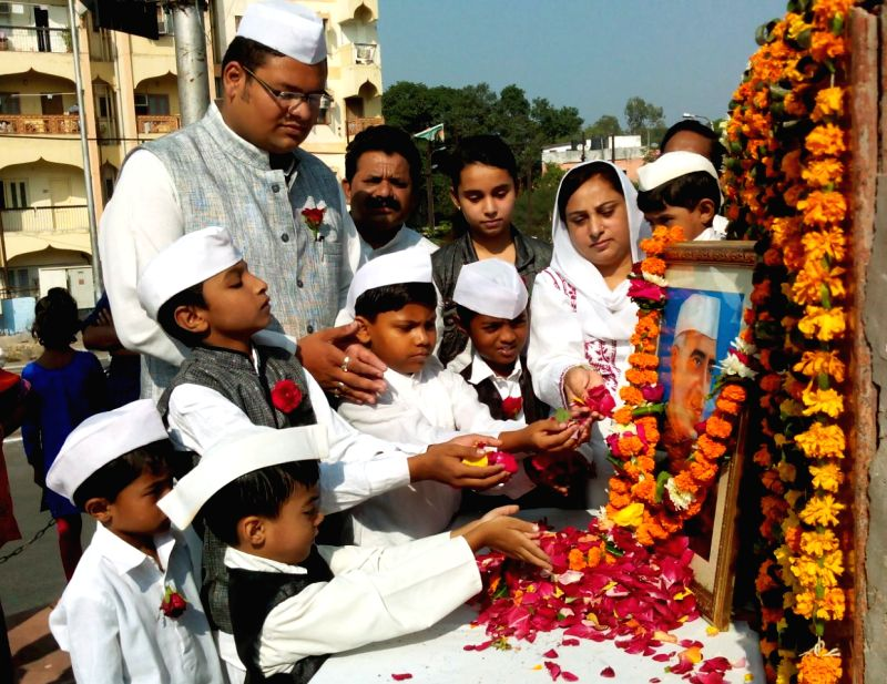 Children pay tribute to former Prime Minister Pandit Jawaharlal Nehru on his 126th birth anniversary in Bhopal, on Nov 14, 2015. - Pandit Jawaharlal Nehru