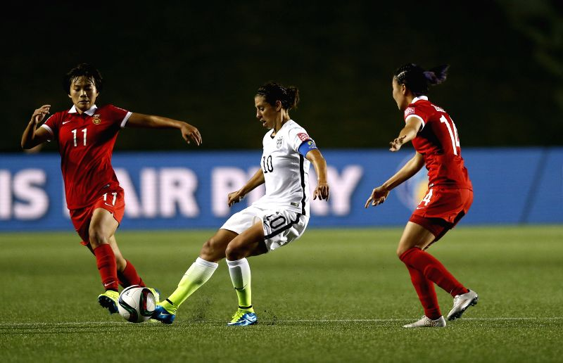 China's Wang Shuang (L) vies with Carli Lloyd (C) of the United States during the quarterfinal between China and the United States at Lansdowne Stadium in Ottawa, ...
