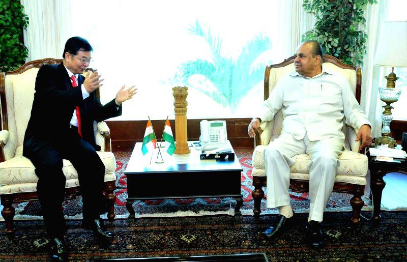 Chinese Consul General Meets Maharashtra Governor