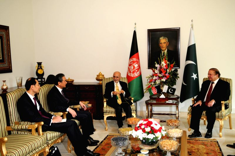 Chinese Foreign Minister Wang Yi (2nd L) meets with Afghan President Ashraf Ghani (C) and Pakistani Prime Minister Nawaz Sharif (R) on the sidelines of the fifth ... - Wang Y