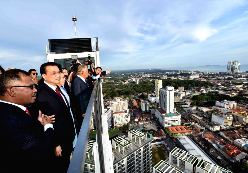 Chinese Premier Li Keqiang (2nd L, front) overlooks the Strait of Malacca, in Malacca, Malaysia, Nov. 22, 2015. Li, accompanied by his wife Cheng Hong, visited ...
