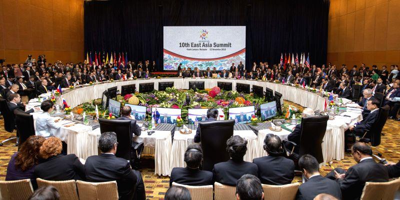 Chinese Premier Li Keqiang attends the 10th East Asia Summit in Kuala Lumpur, Malaysia, Nov. 22, 2015. (Xinhua/Huang Jingwen)