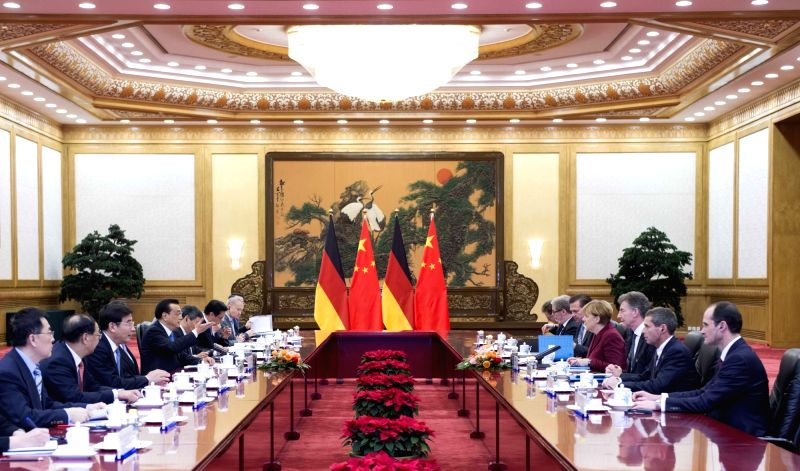 Chinese Premier Li Keqiang holds talks with German Chancellor Angela Merkel at the Great Hall of the People in Beijing, China, Oct. 29, 2015. (Xinhua/Xie ...
