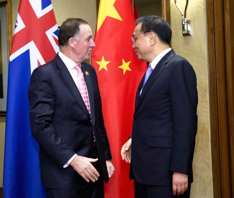 Chinese Premier Li Keqiang (R) meets with New Zealand's Prime Minister John Key in Kuala Lumpur, Malaysia, Nov. 21, 2015. - John Key