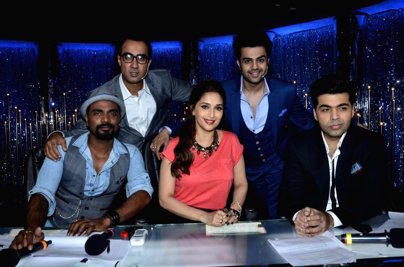 Choreographer Remo D`Souza, actor Madhuri Dixit and filmmaker Karan Johar on the sets of Jhalak Dikhhla Jaa 7 during the promotion of film Bobby Jasoos in Mumbai, on July 1, 2014. - Madhuri Dixit and Karan Johar