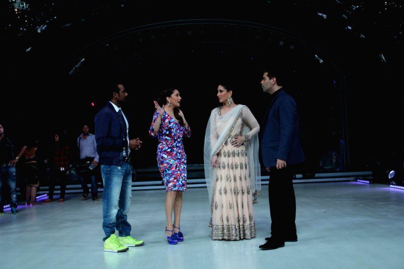 Choreographer Remo D`Souza, actors Madhuri Dixit, Kareena Kapoor Khan and filmmaker Karan Johar on the sets of Jhalak Dikhhla Jaa 7 during the promotion of film Singham Returns in Mumbai on July 29, . - Madhuri Dixit, Kareena Kapoor Khan and Karan Johar