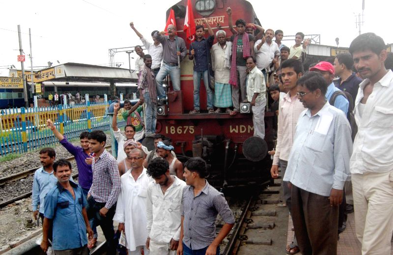 CITU members demonstrate against Rail budget 2014-15 which was presented in the Parliament by Union Railway Minister D.V. Sadananda Gowda, in Patna on July 8, 2014. - D.