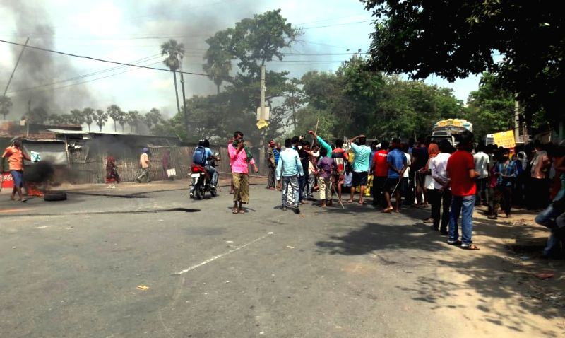 Clashes erupted between the locals and police personnel over the killing of a six-year-old upper KG student of Sephali International School in Devichak locality under the Fatuha police station ...