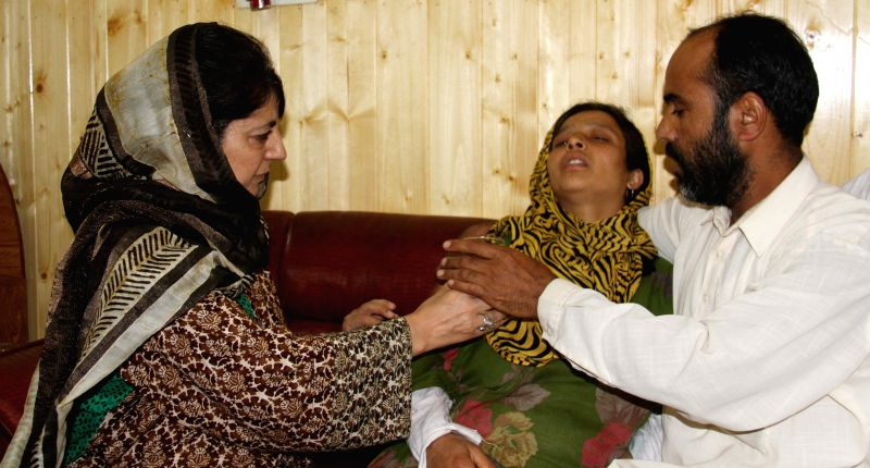 CM Mehbooba meets families of Kashmir victims