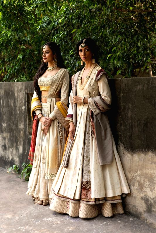 Collection By Designer Anju Modi @ FDCI ICW 2020.