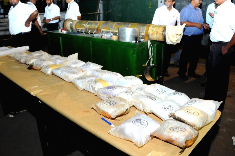 Packets of heroin are seen during a presentation by Sri Lankan customs department in Colombo, Sri Lanka, July 23, 2014. Sri Lanka seized a major haul smuggled from .