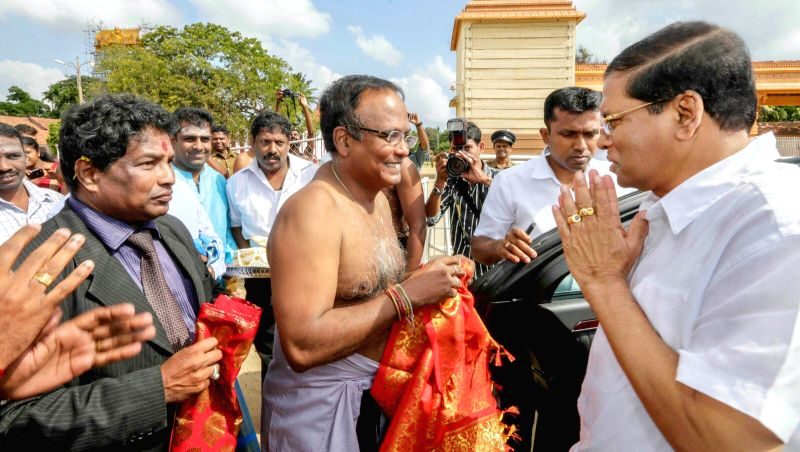 Sri Lanka's president Maithripala Sirisena (R) visits the northern town of Jaffna in Sri Lanka, March 3, 2015. It was his first visit to the north since he won the ...