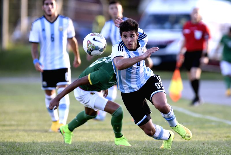 Argentina's Giovanni Simeone (Front) vies with Jeferson Virreira of Bolivia during a match of the South American U-20 tournament in Colonia, Uruguay, on Jan. 22, ...