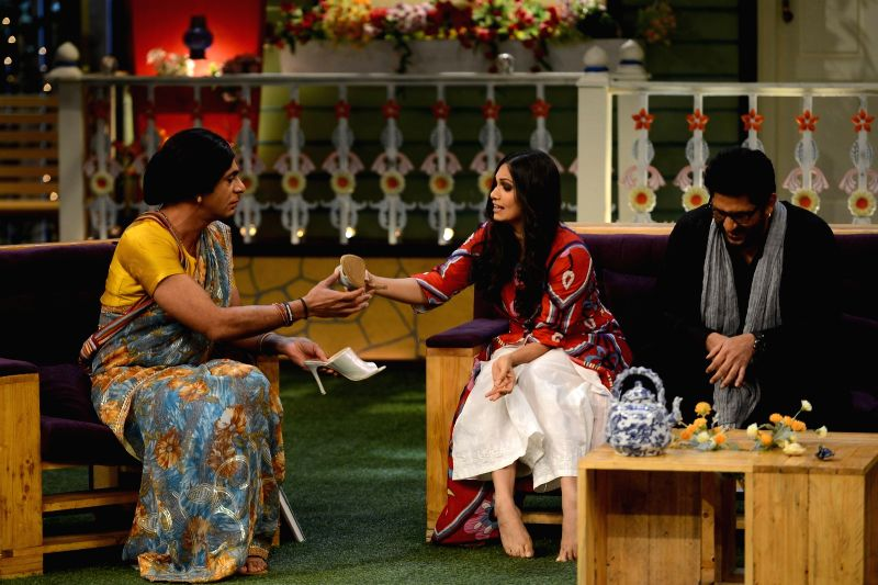 Comedian Sunil Grover, actors Arshad Warsi with his wife Maria Goretti on the sets of The Kapil Sharma Show in Mumbai on July 25, 2016. - Arshad Warsi