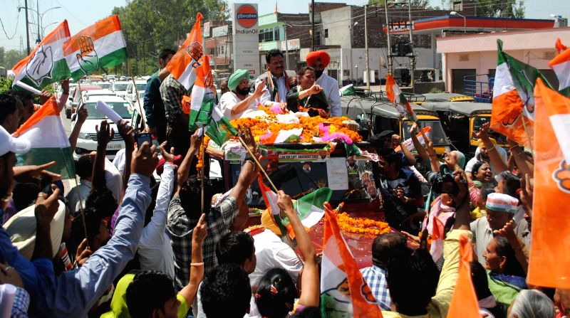 Congress candidate for 2014 Lok Sabha Election from Amritsar, Captain Amarinder Singh during a roadshow in Amritsar on April 28, 2014.