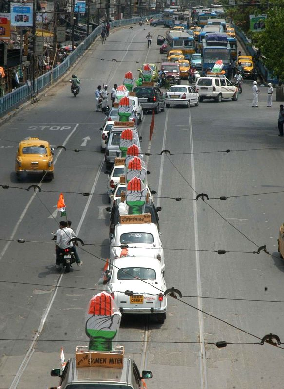 Congress' car rally ahead of 2014 General Election in Kolkata on May 4, 2014.