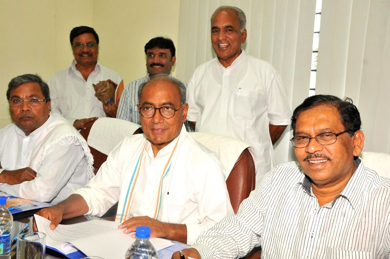 Congress General Secretary Digvijay Singh with Karnataka Chief Minister Siddaramaiah, Karnataka Congress chief G. Parameshwara and others during a party meeting in Bangalore on May 14, 2014. - Siddaramaiah