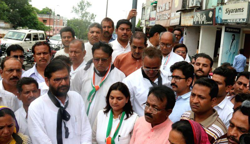 Congress general secretary Digvijaya Singh, Madhya Pradesh Congress chief Arun Yadav,  leader of opposition in state assembly Satyadev Katare and other party workers stage a demonstration ... - Digvijaya Singh and Arun Yadav