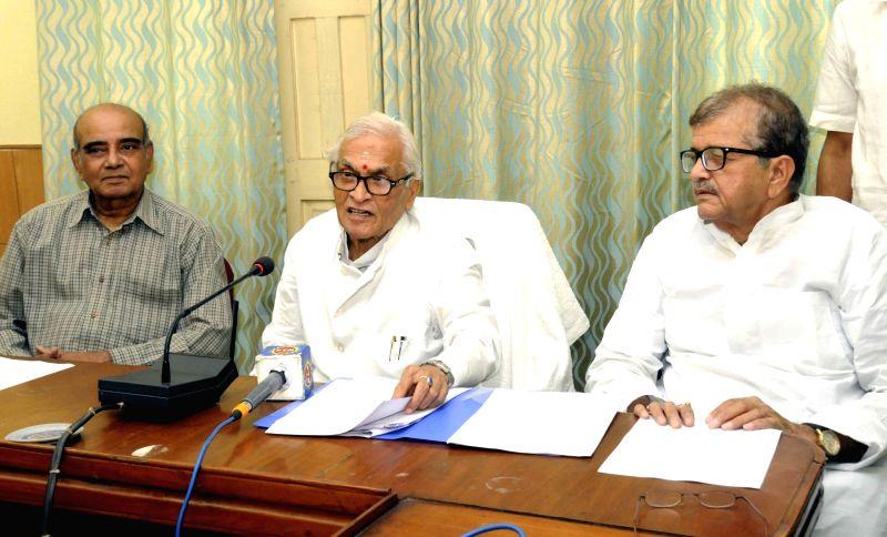 Congress leader Jagannath Mishra addresses a press conference in Patna on April 5, 2016. - Mishra
