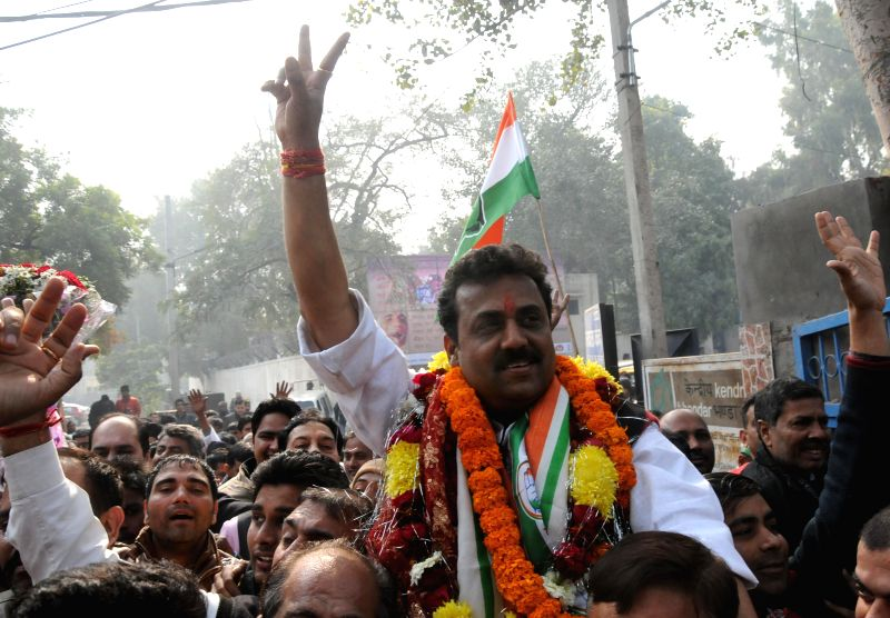 Congress leader Naseeb Singh arrives to file his nomination papers for upcoming Delhi assembly polls at Geeta Colony SDM office in New Delhi, on Jan 19, 2015.