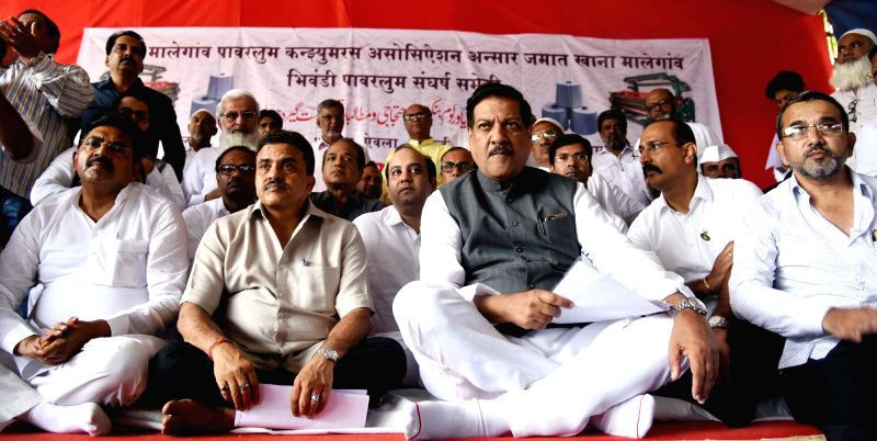 Congress leader Prithviraj Chavan participates during a demonstration organised by Power Loom worker at Azad maiden in Mumbai on July 20, 2016.