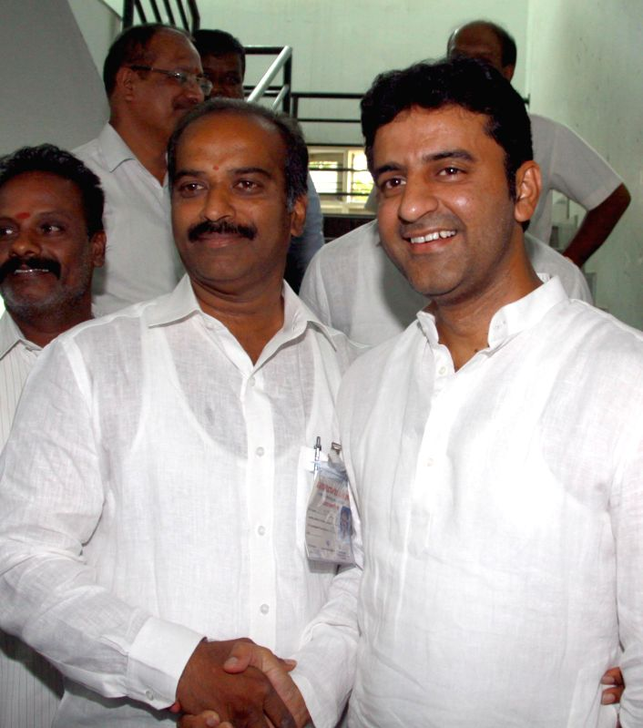 Congress leader Rizwan Arshad and BJP leader PC Mohan at RC College counting centre ahead of declaration of results in Bangalore on May 16, 2014.
