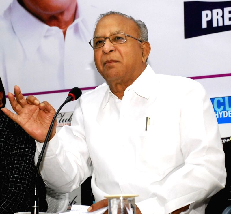 Congress leader S Jaipal Reddy addresses a press conference in Hyderabad on June 3, 2017. - S Jaipal Reddy