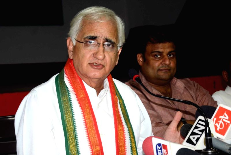 Congress leader Salman Khurshid addresses a press conference in Patna on Oct 31, 2015.