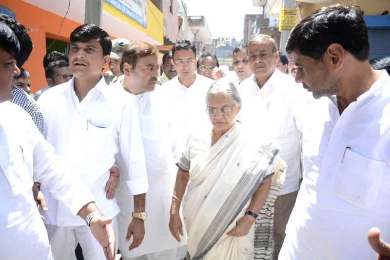 Congress leader Sheila Dikshit arrives to visit Bulandshahr gang-rape victims in  Khora colony in Ghaziabad district of Uttar Pradesh on Aug 8, 2016. - Sheila Dikshit