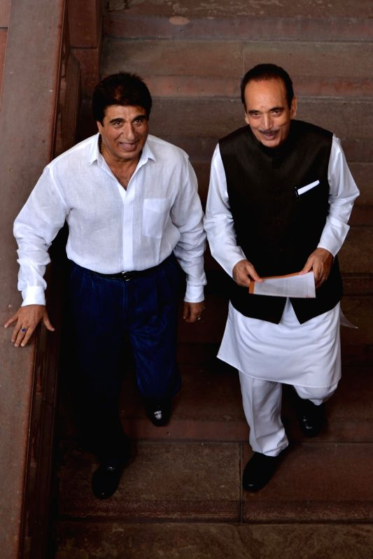 Congress leaders Ghulam Nabi Azad and Raj Babbar at Parliament in New Delhi on Aug 6, 2018.