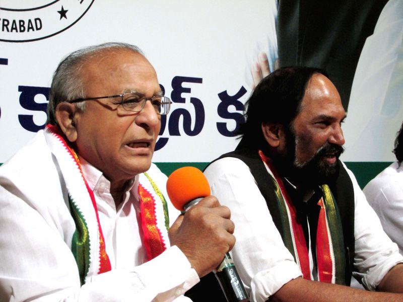 Congress leaders Jaipal Reddy and Uttam Kumar Reddy address a press conference at Gandhi Bhavan in Hyderabad on June 4, 2018. - Jaipal Reddy and Uttam Kumar Reddy