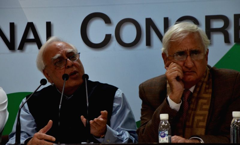 Congress leaders Kapil Sibal and Salman Khurshid during a press conference in New Delhi on Jan 31, 2018.