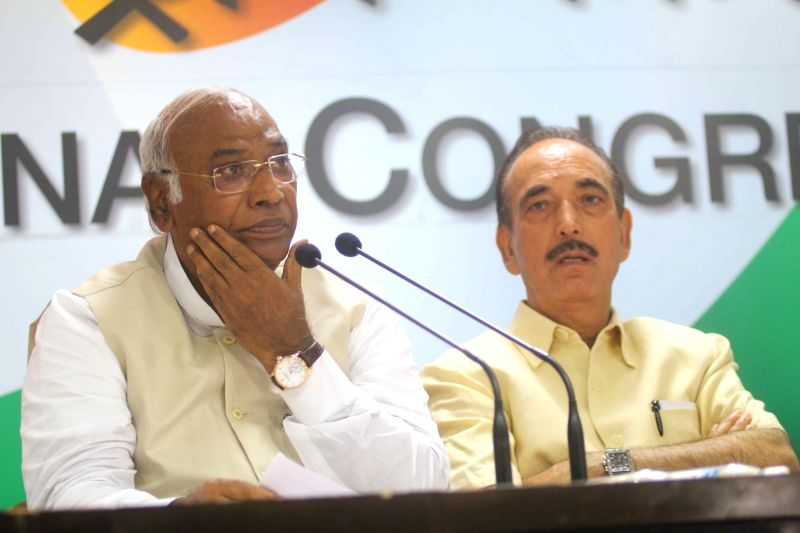Congress leaders Mallikarjun Kharge and Ghulam Nabi Azad during a press conference, in New Delhi on July 17, 2018.