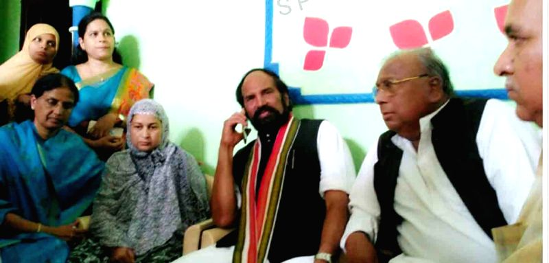 Congress leaders N. Uttam Kumar Reddy and V. Hanumantha Rao meet the family members of Mohammad Azam, a software engineer who was beaten to death by a mob in Karnataka's Bidar district on ... - V. Hanumantha Rao