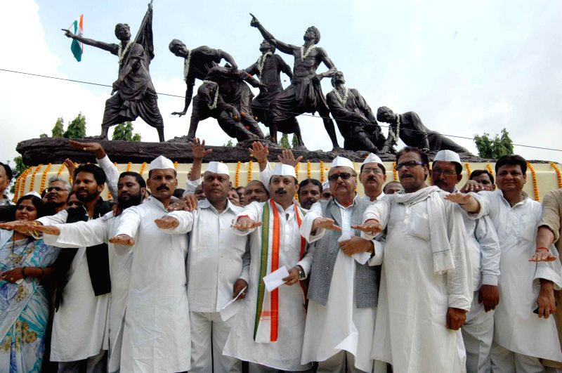 Congress leaders taking oath in front of Shaheed Smarak on the occasion of the 72nd anniversary of Quit India Movement in Patna on Aug. 9, 2014.