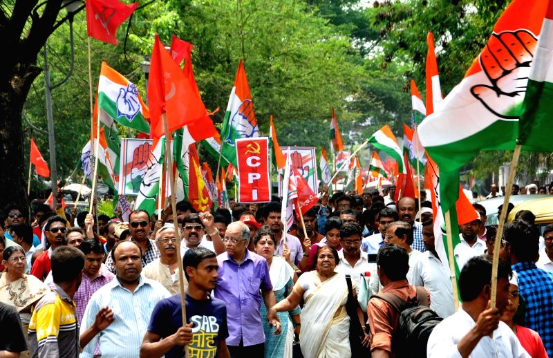 Congress-Left alliance candidates from Bidhannagar and New Town-Rajarhat constituencies Arunava Ghosh (Congress) and Naren Chatterjee (CPI-M) respectively during an election campaign ahead ... - Arunava Ghosh and Naren Chatterjee