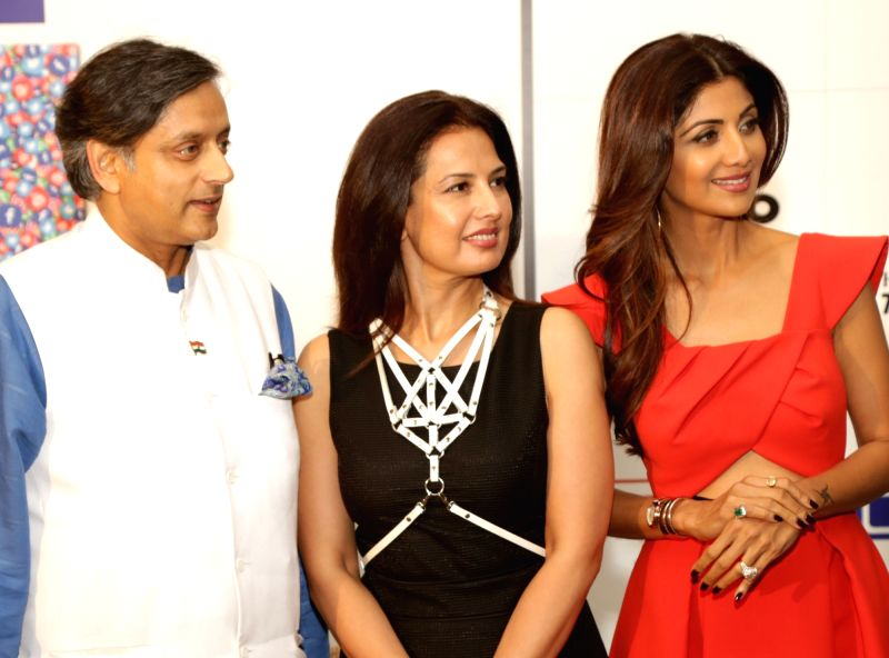 Congress MP Shashi Tharoor, Fashion designer Ritu Beri and actress Shilpa Shetty during a press conference to announce the stars and superstars of social media, in New Delhi on Aug 10, ... - Shilpa Shetty and Shashi Tharoor
