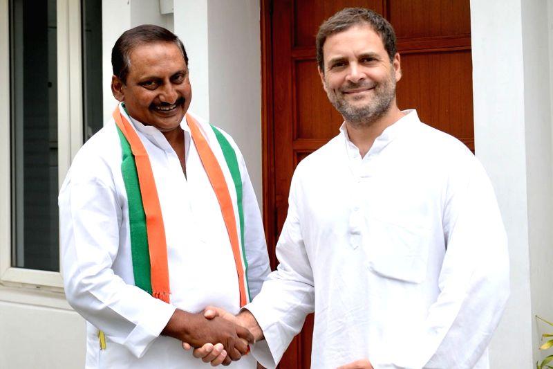 Congress president Rahul Gandhi meeting former Andhra Pradesh Chief Minister N. Kiran Kumar Reddy at New Delhi on July 13, 2018. - N. Kiran Kumar Reddy and Rahul Gandhi