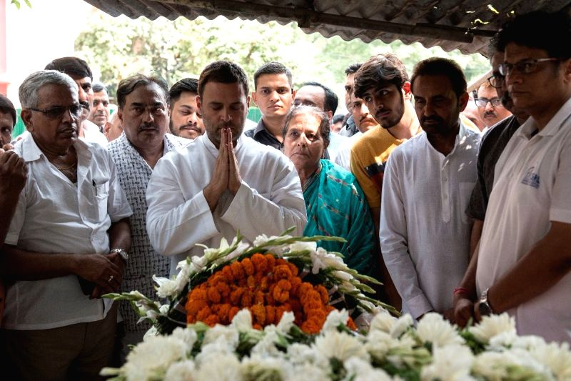 Congress President Rahul Gandhi pays tributes to senior Congress leader and former Union Minister L.P. Shahi at his R.K. Puram-located residence, in New Delhi on June 9, 2018. Shahi died ... - L. and Rahul Gandhi