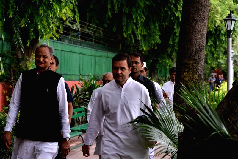 Congress President Rahul Gandhi with former Prime Minister Manmohan Singh, senior leaders Ghulam Nabi Azad, Mallikarjun Kharge, Ashok Gehlot, A K Antony and others at the Congress Working ... - Manmohan Singh and Rahul Gandhi