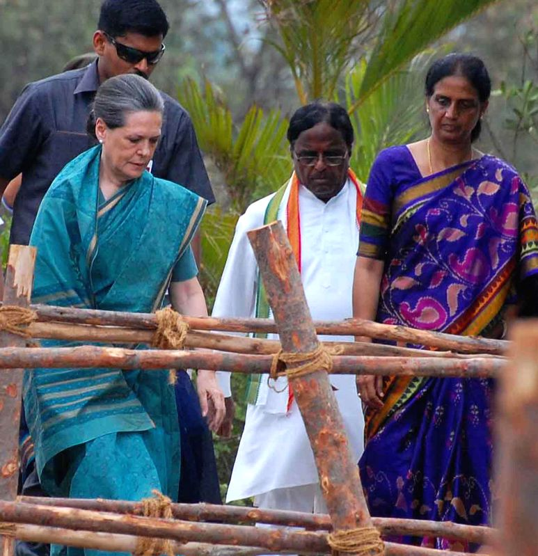 Congress president Sonia Gandhi arrives at the venue of her rally at Chevella Parliamentary Constituency near Hyderabad  on April 27, 2014.