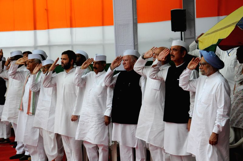 Congress president Sonia Gandhi, Congress Vice President Rahul Gandhi, Former Prime Minister Manmohan Singh, Ghulam Nabi Azad and other Congressmen during 68th Independence Day celebrations at ... - Manmohan Singh, Sonia Gandhi and Rahul Gandhi