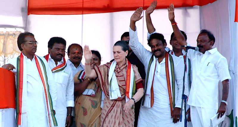 Congress president Sonia Gandhi with Telangana Congress chief Ponnala Lakshmaiah and actor-turned politician Chiranjeevi during a rally in Guntur district of Andhra Pradesh on May 2, 2014.