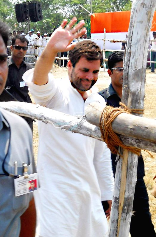 Congress vice president Rahul Gandhi arrives at the venue of a rally in Gopalganj district of Bihar on May 8, 2014.