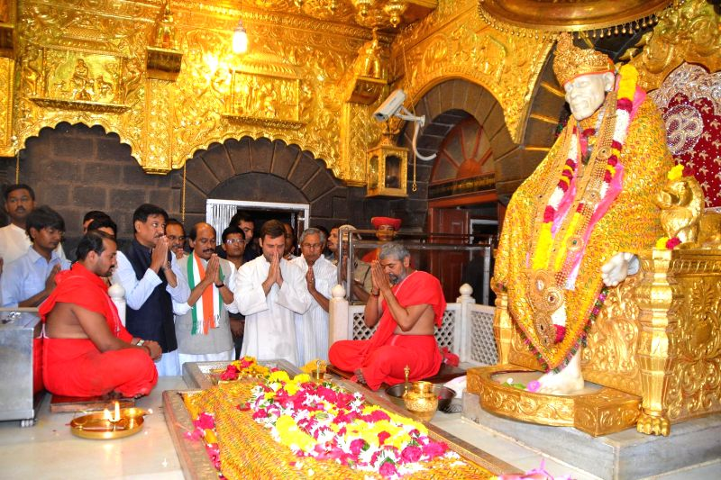 Congress vice president Rahul Gandhi with Maharashtra Chief Minister Prithviraj Chavan and Manikrao Thakre and others during their visit to the Saibaba Samadhi in Shirdi on April 15, 2014. - Prithviraj Chavan