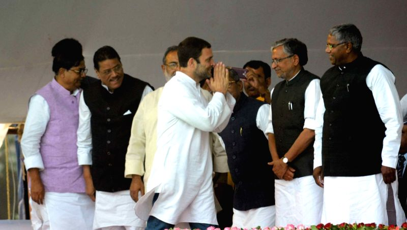 Congress vice president Rahul Gandhi with BJP leader Sushil Kumar Modi during the swearing-in ceremony of the new JD-U-RJD-Congress coalition government in Patna, on Nov 20, 2015. - Rahul Gandhi and Sushil Kumar Modi