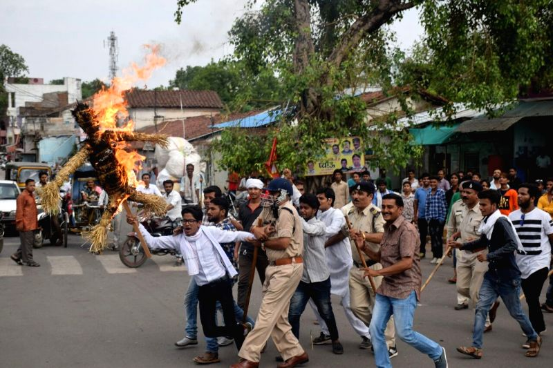 Congress workers burn an effigy of Madhya Pradesh Chief Minister Shivraj Singh Chouhan during a demonstration in Jabalpur, on June 12, 2017. - Shivraj Singh Chouhan