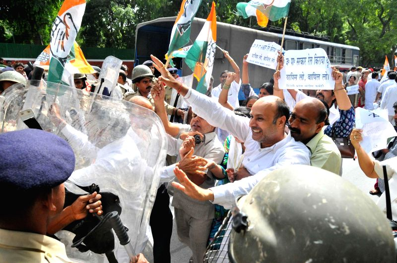 Congress workers demonstrate outside the residence of Union Railway Minister D.V. Sadananda Gowda against Rail budget 2014-15 in New Delhi on July 8, 2014. - D.