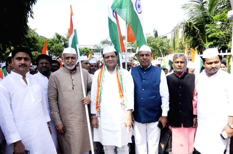 Congress workers led by Bihar Congress working president Kaukab Qadri participate in 'Tiranga Yatra' organised to mark the 76th anniversary of Quit India Movement, in Patna on Aug 9, 2018.
